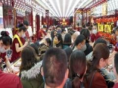 Thời điểm 19h: Càng về tối, lượng khách đổ về Kim Tín càng đông
